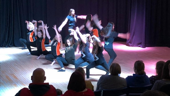 Concert Hart School aus England, Dance&Music as Flash Mob op der Bleech an der Feels (Larochette) - IMG 2