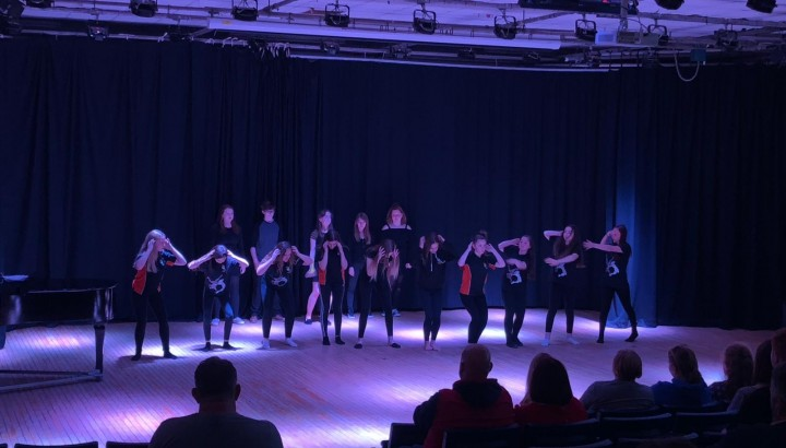 Concert Hart School aus England, Dance&Music as Flash Mob op der Bleech an der Feels (Larochette) - IMG 4
